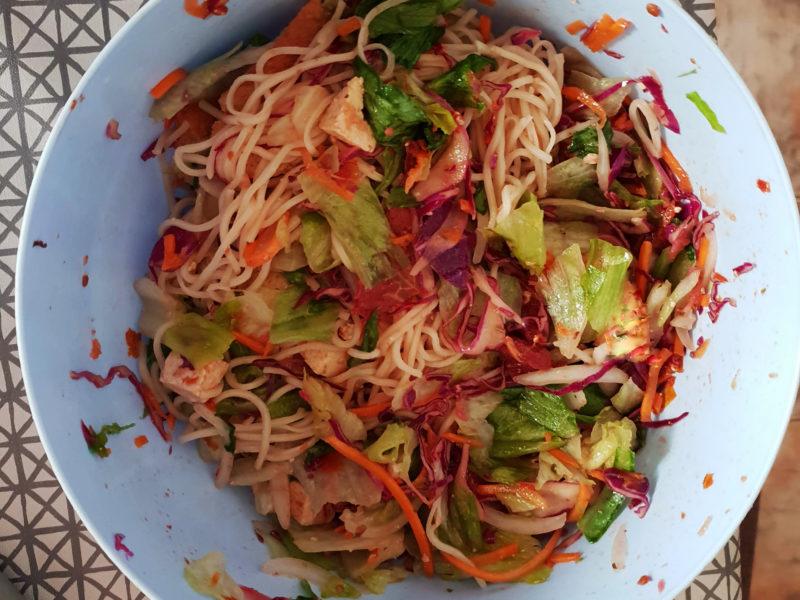Salata cu taietei chinezesti
