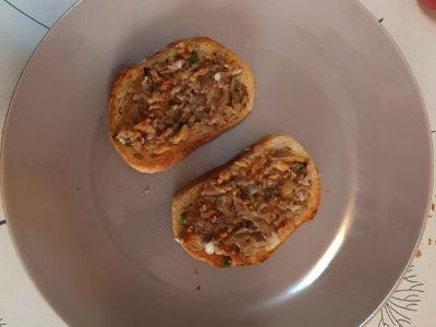 Bruschete cu ciuperci salbatice